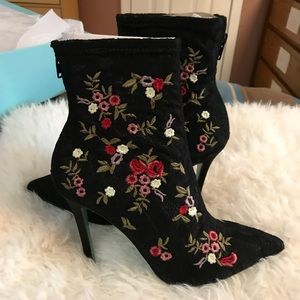 NIB Sz 7 Auth. Embroidered Betsey Johnson Booties